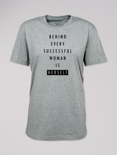 "T-Shirt Heshima mit dem Text ""Behind every successful woman is herself"" in steingrau von ethicted."