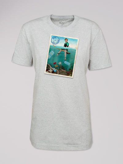 T-Shirt Heshima mit dem Motiv Save the Ocean von ethicted in hellgrau.