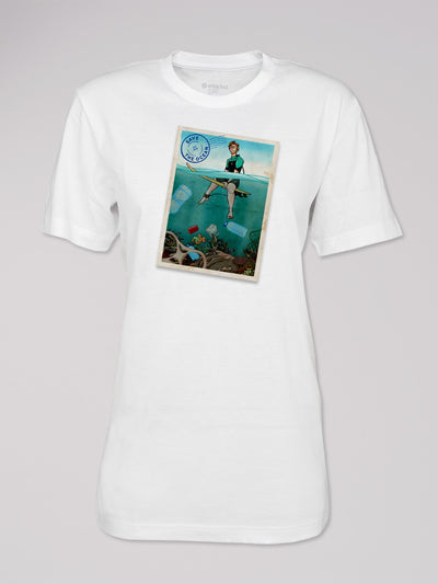 T-Shirt Heshima mit dem Motiv Save the Ocean von ethicted in weiß.