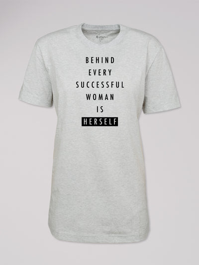 "T-Shirt Heshima mit dem Text ""Behind every successful woman is herself"" in hellgrau von ethicted."