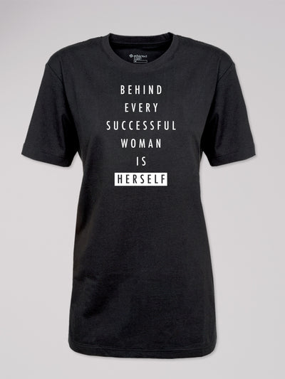 "T-Shirt Heshima mit dem Text ""Behind every successful woman is herself"" in schwarz von ethicted."