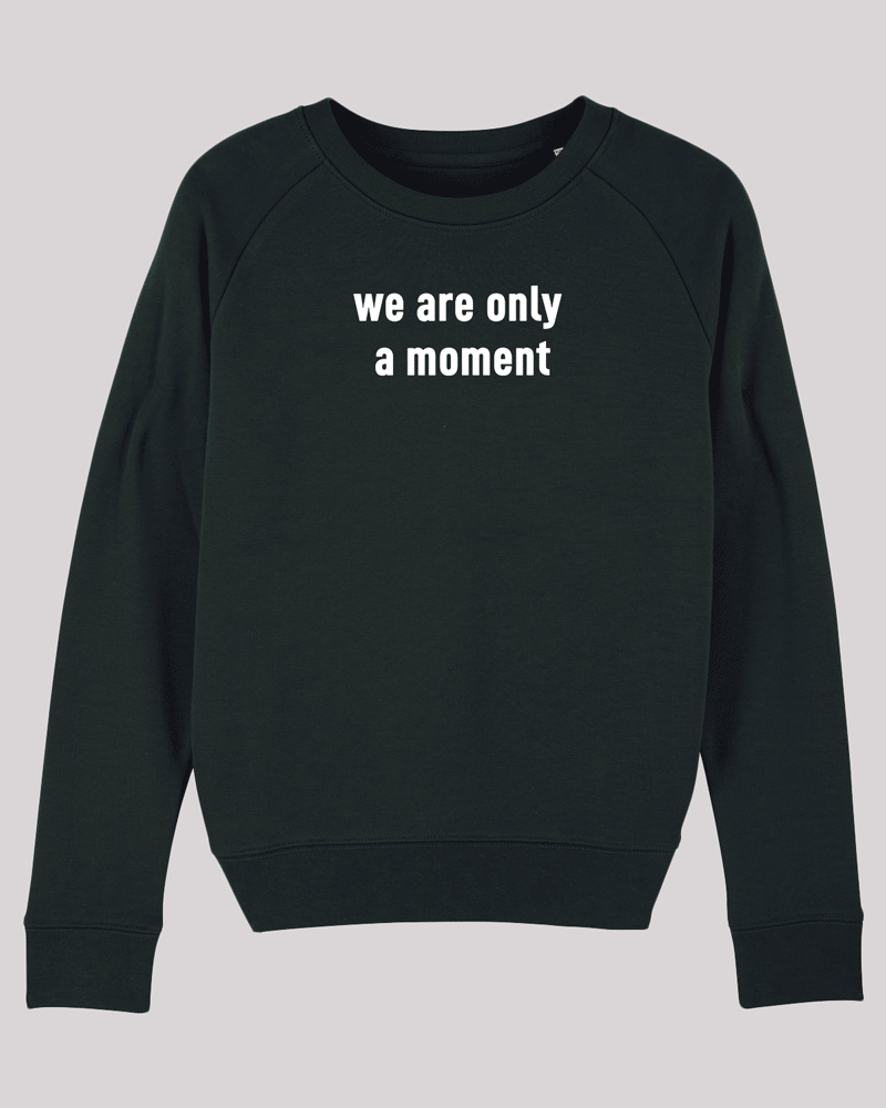 "Damen Sweatshirt ETH005-moment in Black von ethicted, Motivtext ""we are only a moment"", gefertigt aus Bio-Baumwolle"