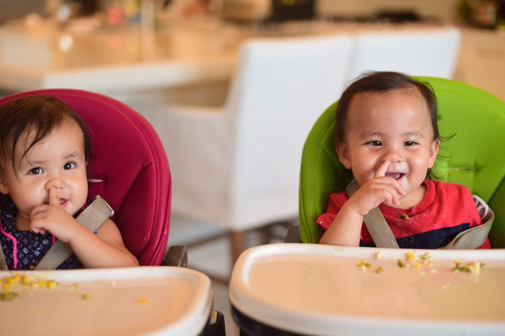 TWIN ASIAN TODDLES, ASIAN BABIES EATING, MOM TIPS