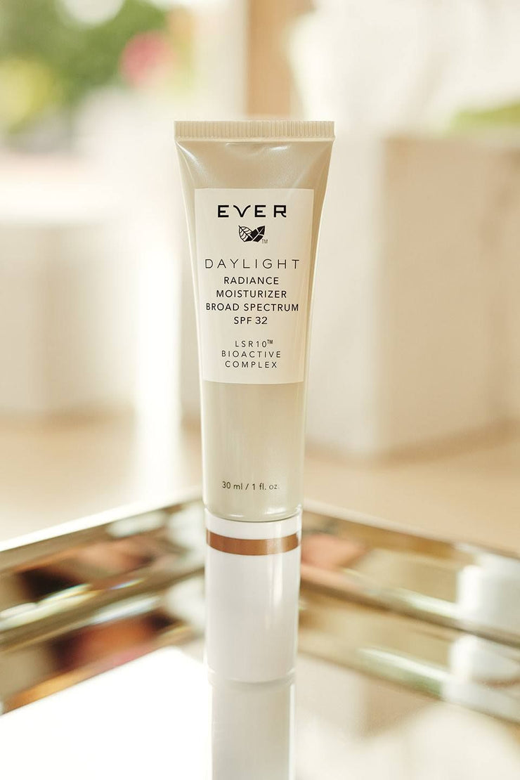 DAYLIGHT TINTED MOISTURIZER WITH LSR10® AND SPF 32