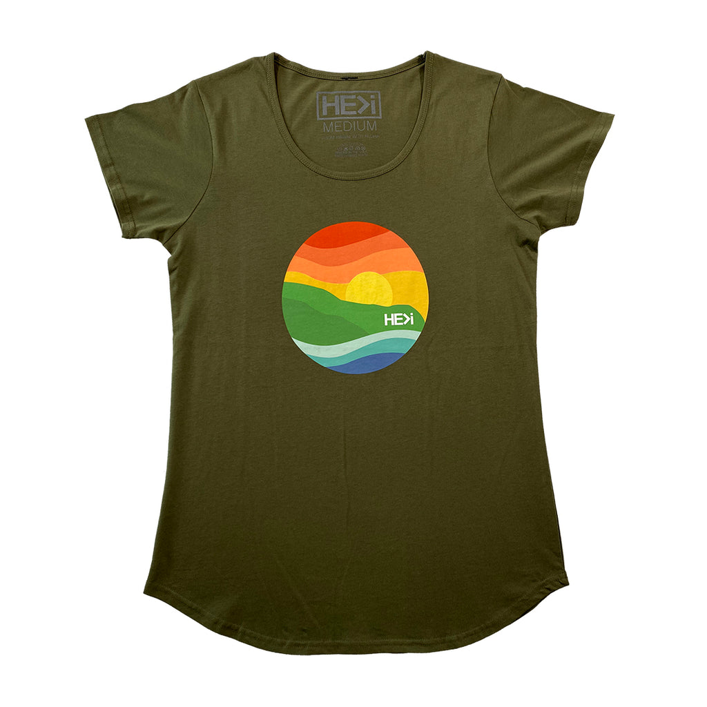 WOMEN'S POINT TEE IN ARMY GREEN