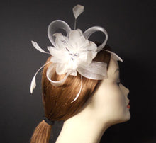 Load image into Gallery viewer, Horsehair and Feather Fascinator with Vintage Inspired Brooch