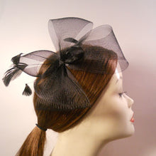 Load image into Gallery viewer, Horsehair/ Crinoline Fascinator with Coque Feathers