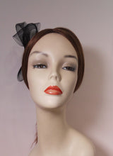 Load image into Gallery viewer, Horse Hair Fascinator with Vintage Inspired Brooch