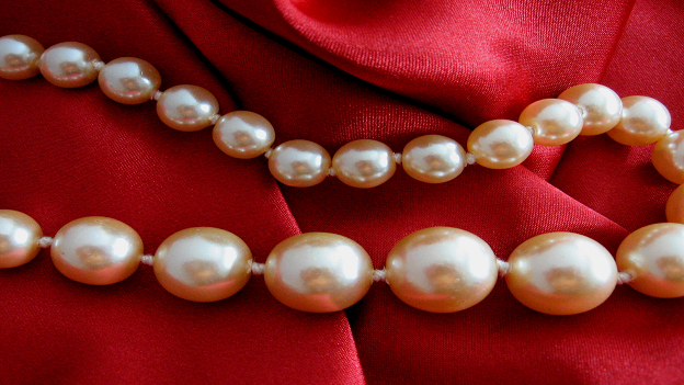 5 Pearl Accessories You Need in Your Jewelry Collection