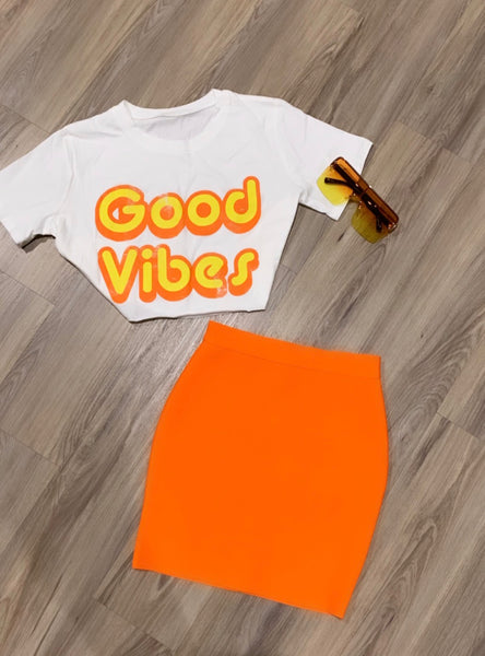 GOOD VIBES CROPPED TEE