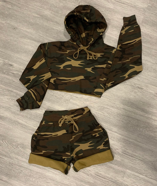 CAMO CROPPED HOODIE