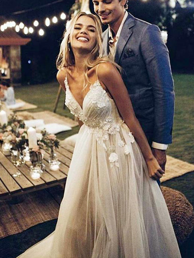 onlybridals Boho Wedding Dress Appliqued with Flowers Tull Beach Bride Dress Wedding Gown - onlybridals