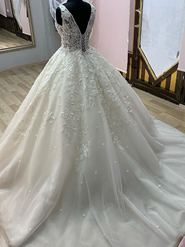 Glamorous Lace Appliques Illusion Corset Wedding Dresses 2021 Sexy V Neck Tulle Princess Bride Gown Plus