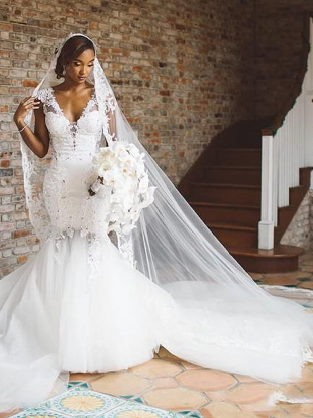 Plus Size African Mermaid Wedding Dresses Deep V Neck Lace Applique Chapel Train Beaded Crystals Wedding Dress Bridal Gowns 2020