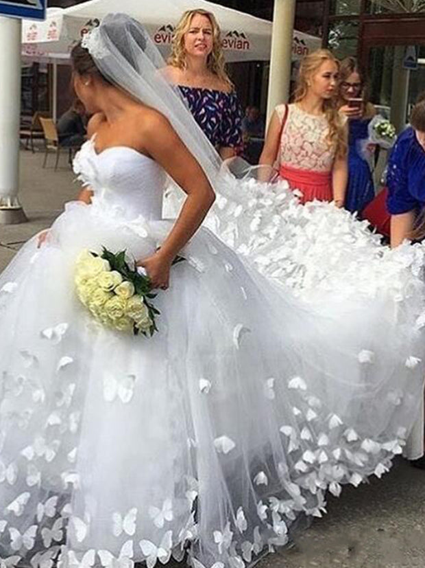 2020 Amazing 3D Butterfly Appliques Court Train Princess Tulle Bride Dresses Sweetheart Dubai Outdoor Ball Gown Wedding Dress