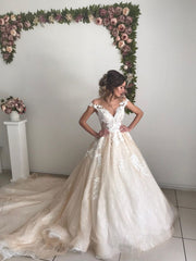 Ivory V-neck off-the-shoulder Princess Ball Gown Wedding Dress