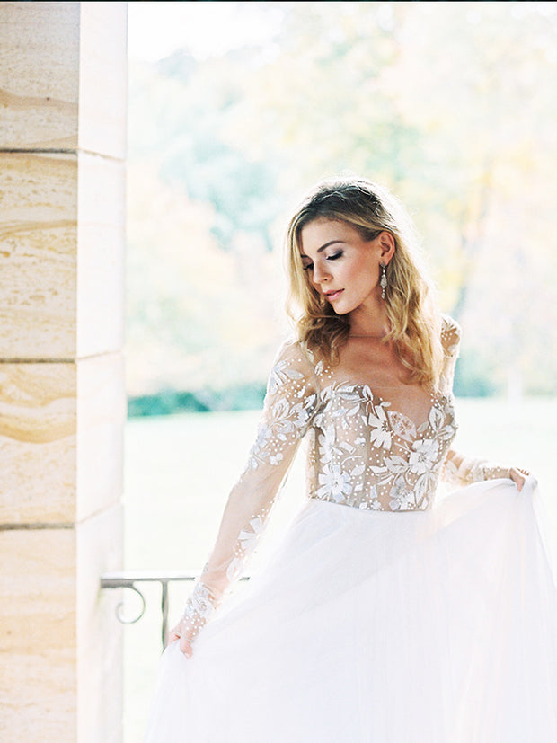 onlybridals  Ball Gown Tulle Wedding Dresses Sheer Crew Neck Long Sleeve Delicate Lace Bridal Gowns