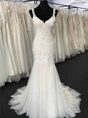 Glamorous White Tulle V-Neck Long Appliques Wedding Dress Mermaid Lace Bridal Gowns