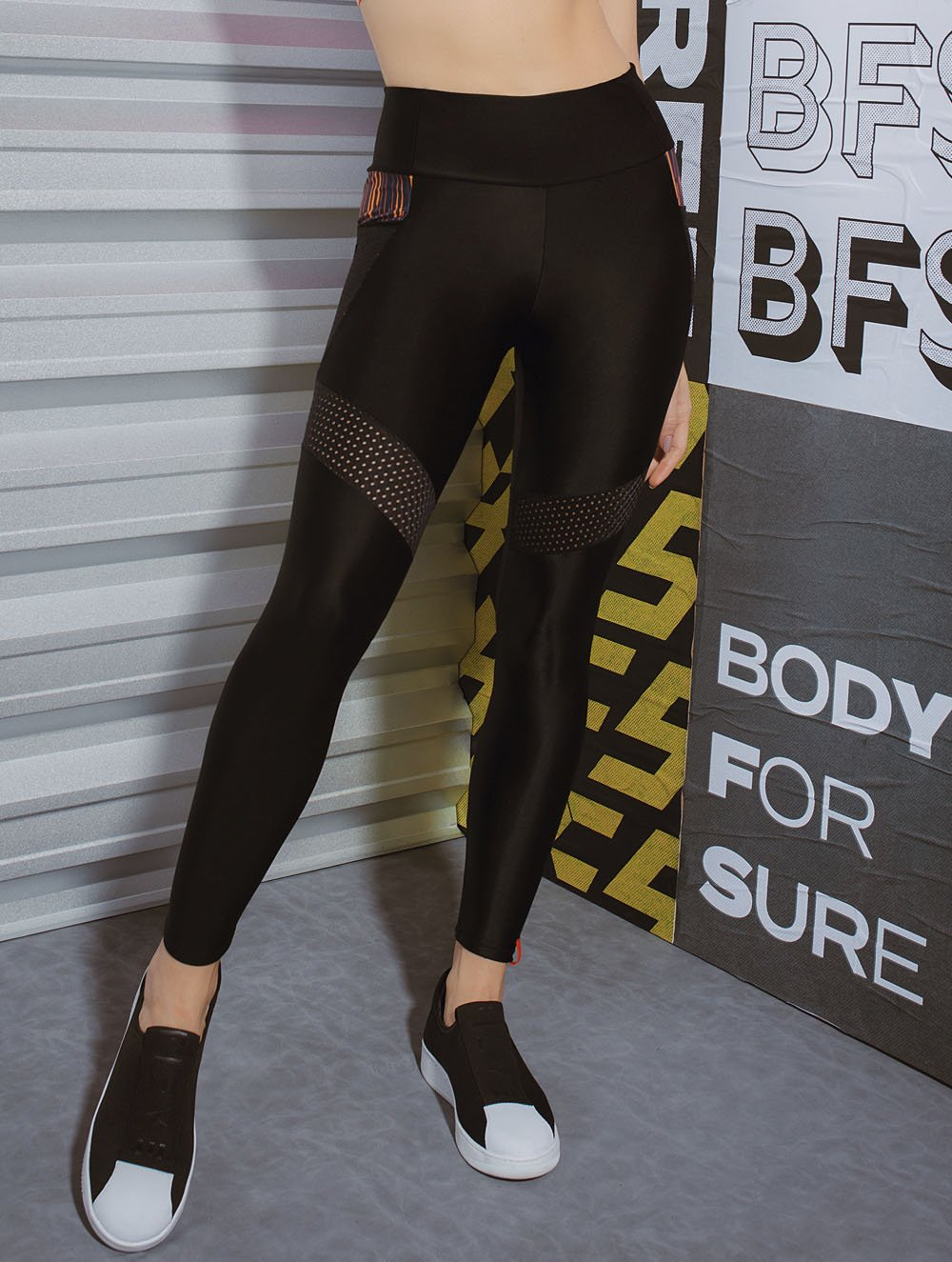 Drop Leggings with mesh cutout