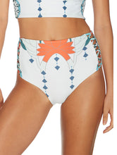 Load image into Gallery viewer, Quintana Hot Pant with Straps