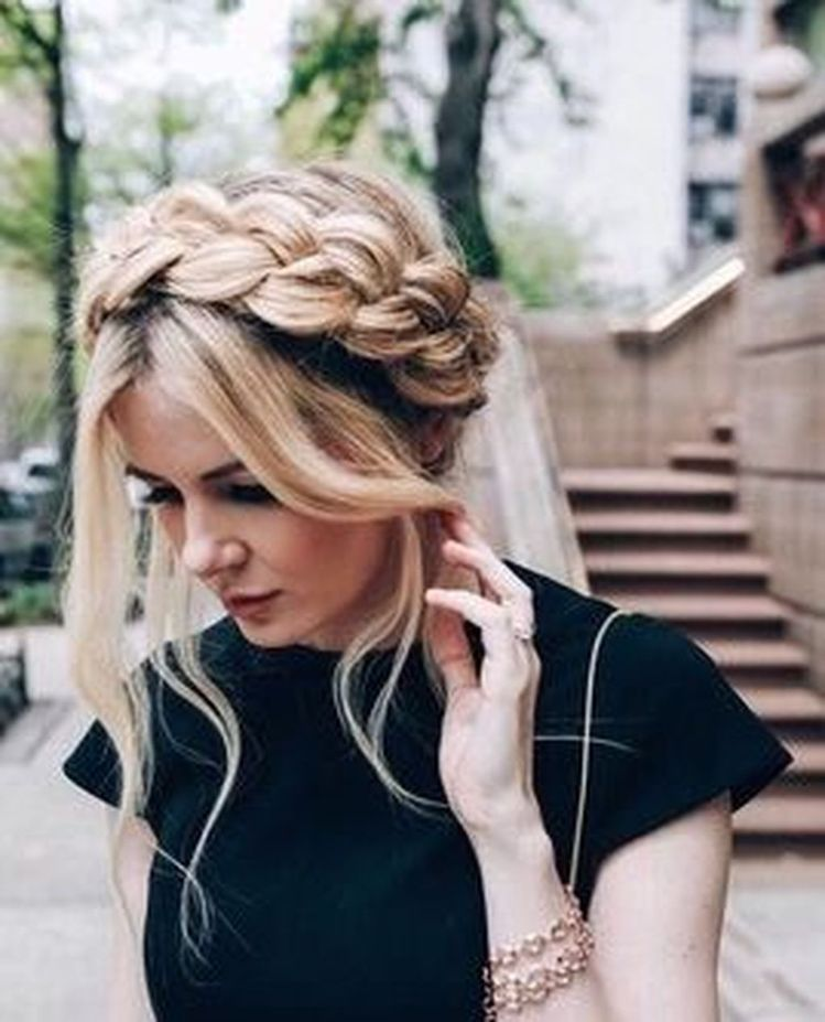 Whether you've added some curly clip in hair extensions to your naturally curly locks or, taken the curler curl your mane, this blog is for curly haired ladies in search of some chic and easy hairstyles with their curly clip in hair extensions.