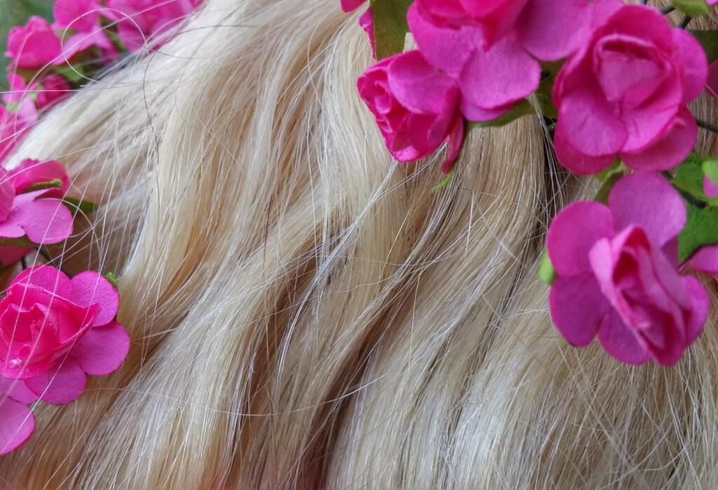 bleach-blonde-wavy-hair-extensions-from-cliphair