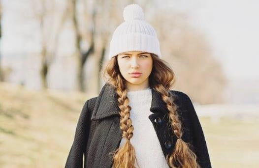clip in hair extensions-rock-in-snow