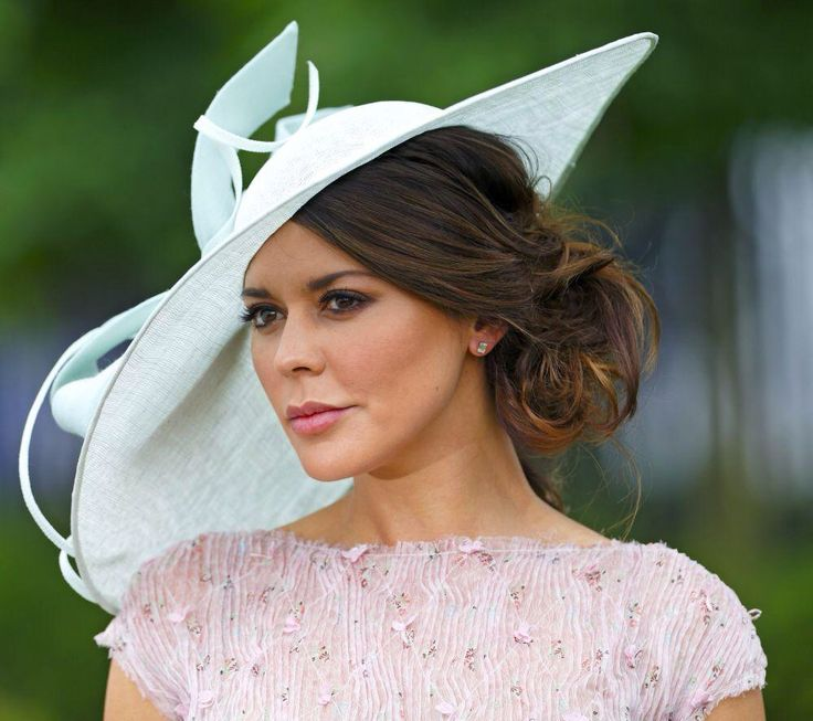 clip in hair extensions-styles-to-wear-with-hat-brimmed-hat