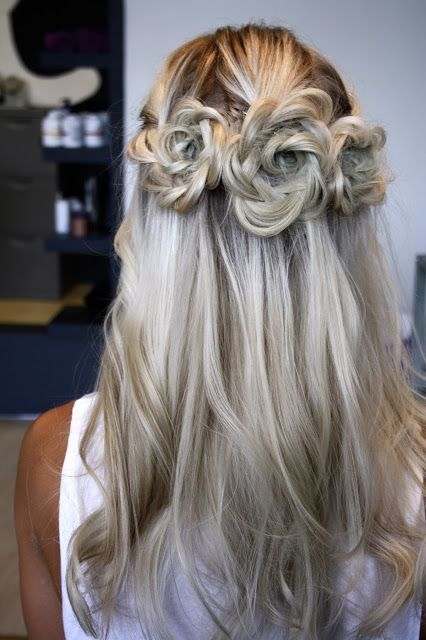 cliphair-extensions-half-up-flower