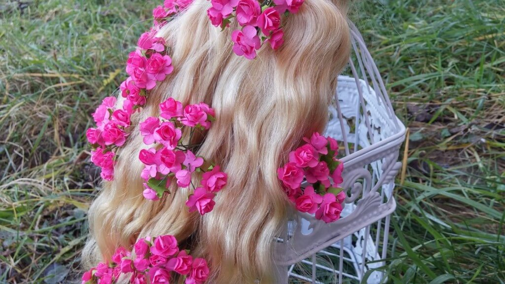 soft-wavy-hair-extensions-clip-in