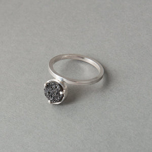MOMENT RING WITH DRUZY