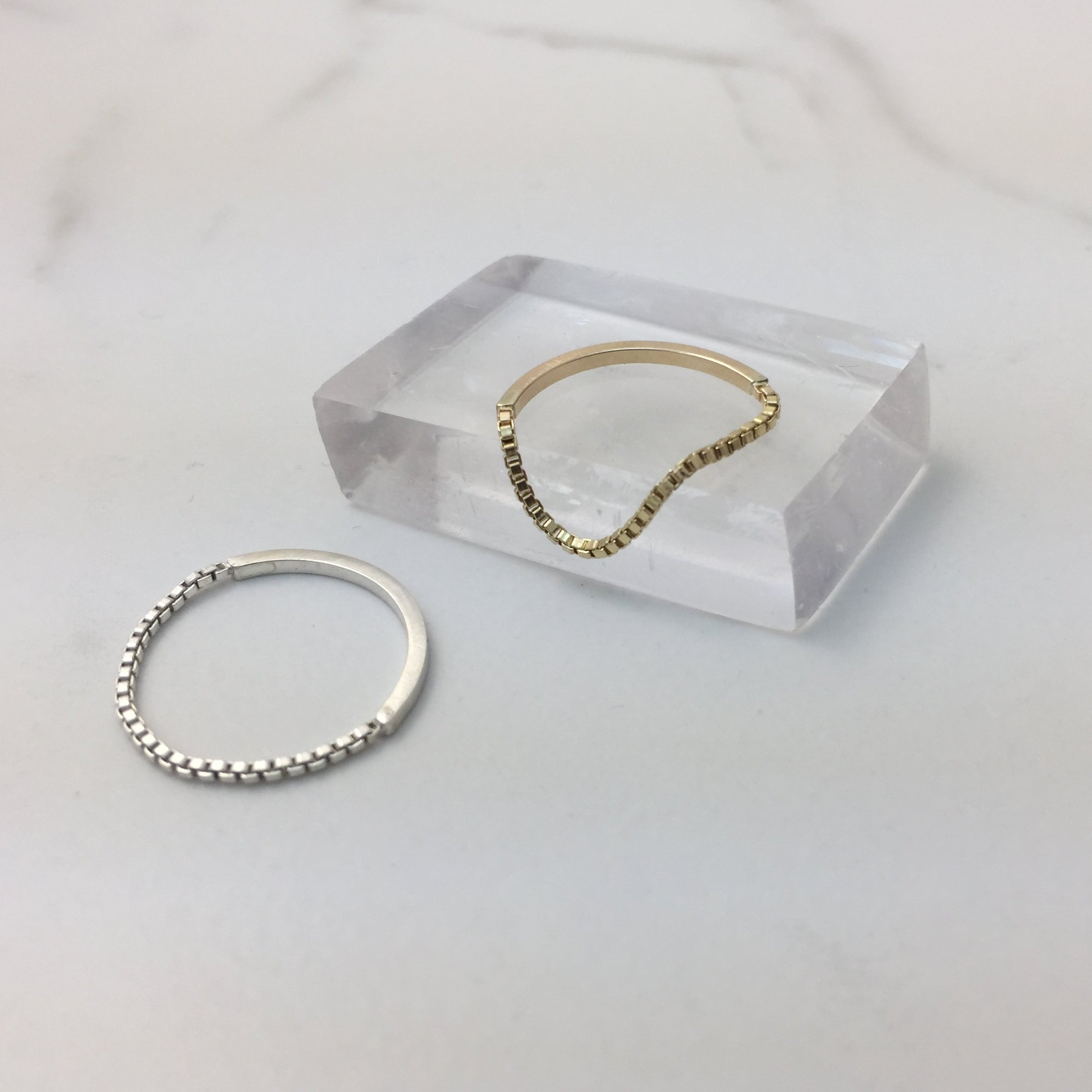 DAINTY CHAIN STACK RING