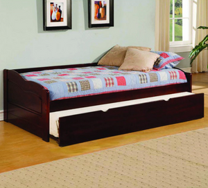 Sunset Traditional Day Bed In Cherry