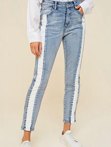 Trendy side stripe pants/jeans. Comfy and stretchy material and hits at the ankle with snaps at the bottom.