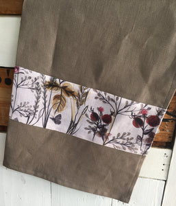 Crisp pewter coloured linen tea towel with a berry print feature. Great for drying glasses and beautiful enough to carry to the dining table. Traditional style manchester with a modern edge.