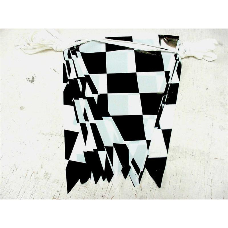 Checkered Triangle Pennants - Black & White