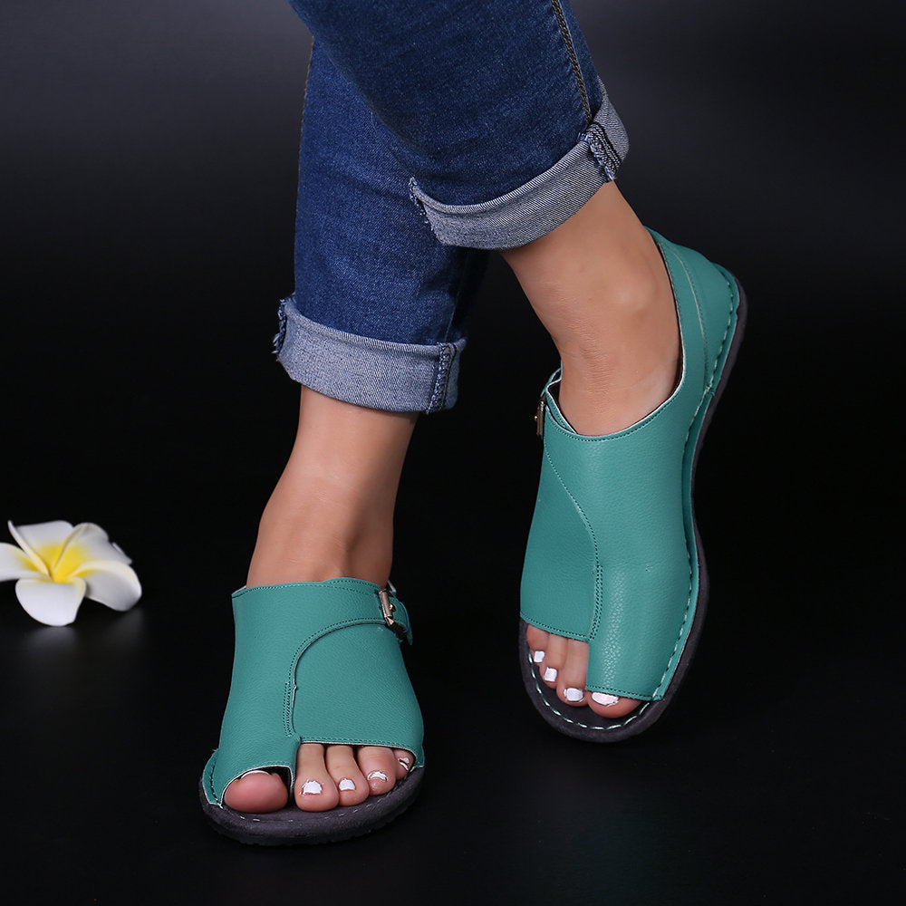 Women Retro Solid Color Buckle Clip Toe Flat Sandals