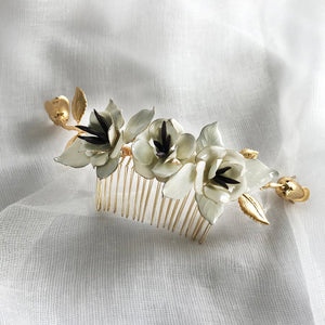Olivia Comb with Three Blooms