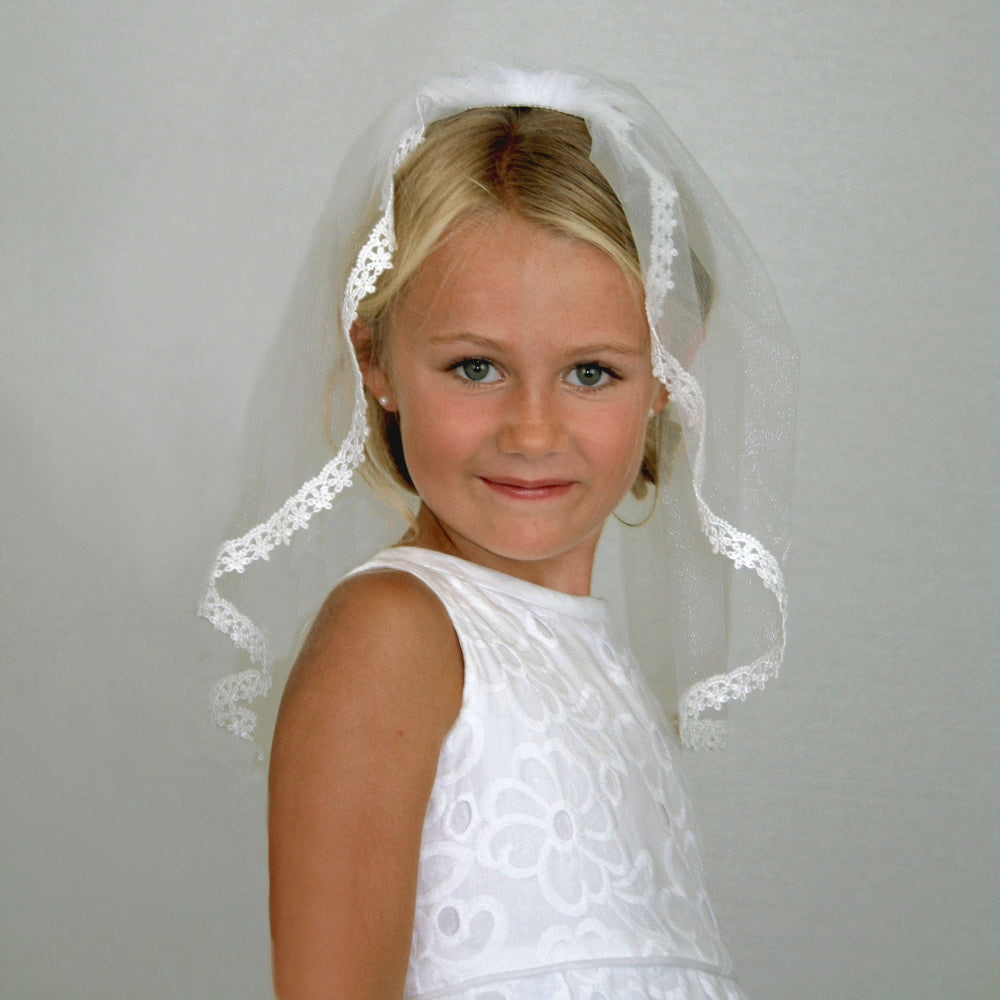 Short Gathered Veil with Floral Lace