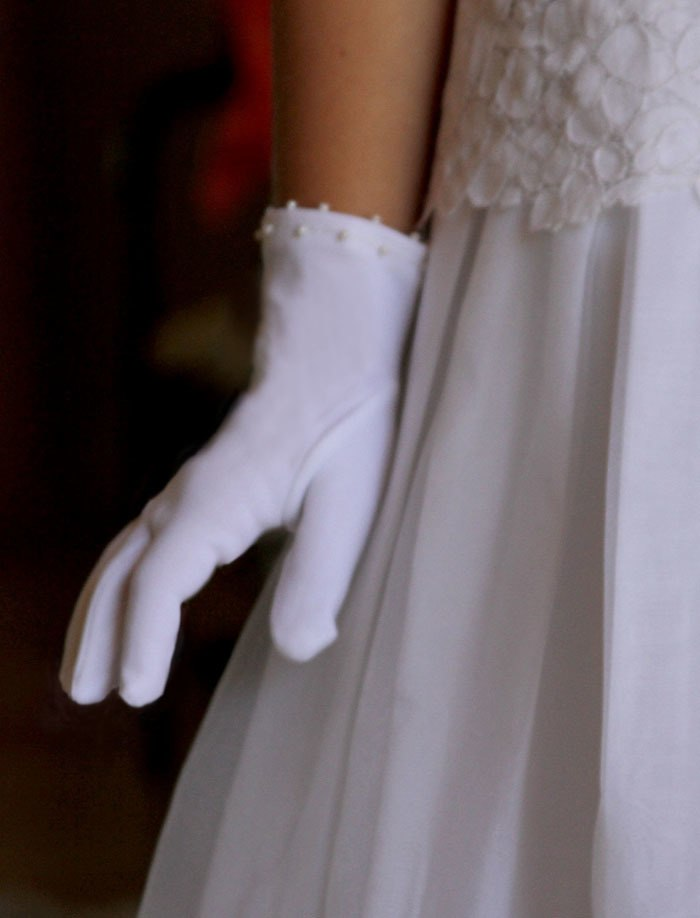 Girls White Special Occasion Gloves with Pearls
