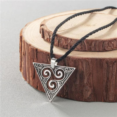 Collier Egyptien pas cher - DESTOCKAGE - Pyramide Celtic Argenté - collier egyptien pas cher