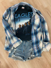 Load image into Gallery viewer, Rare 01' Eagles Concert Tee
