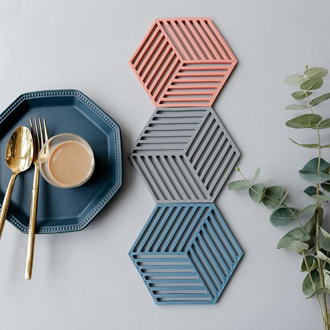 red-grey-blue-hexagon-silicon-placemats-dinnerware-comfort-homes-houseware