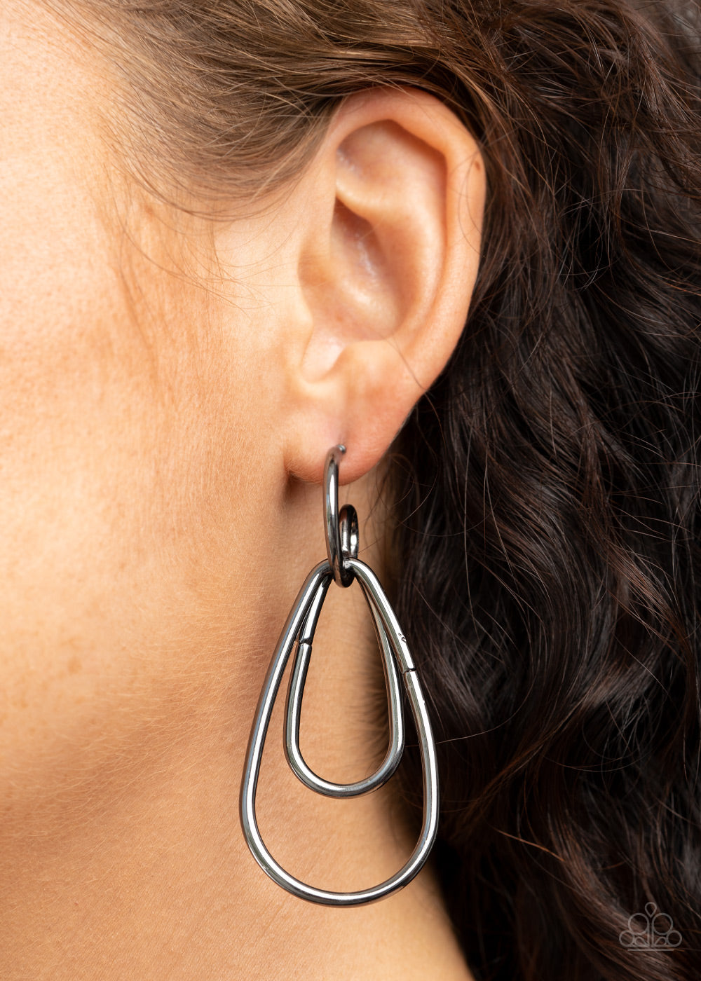 Paparazzi Accessories Droppin Drama - Black Earrings
