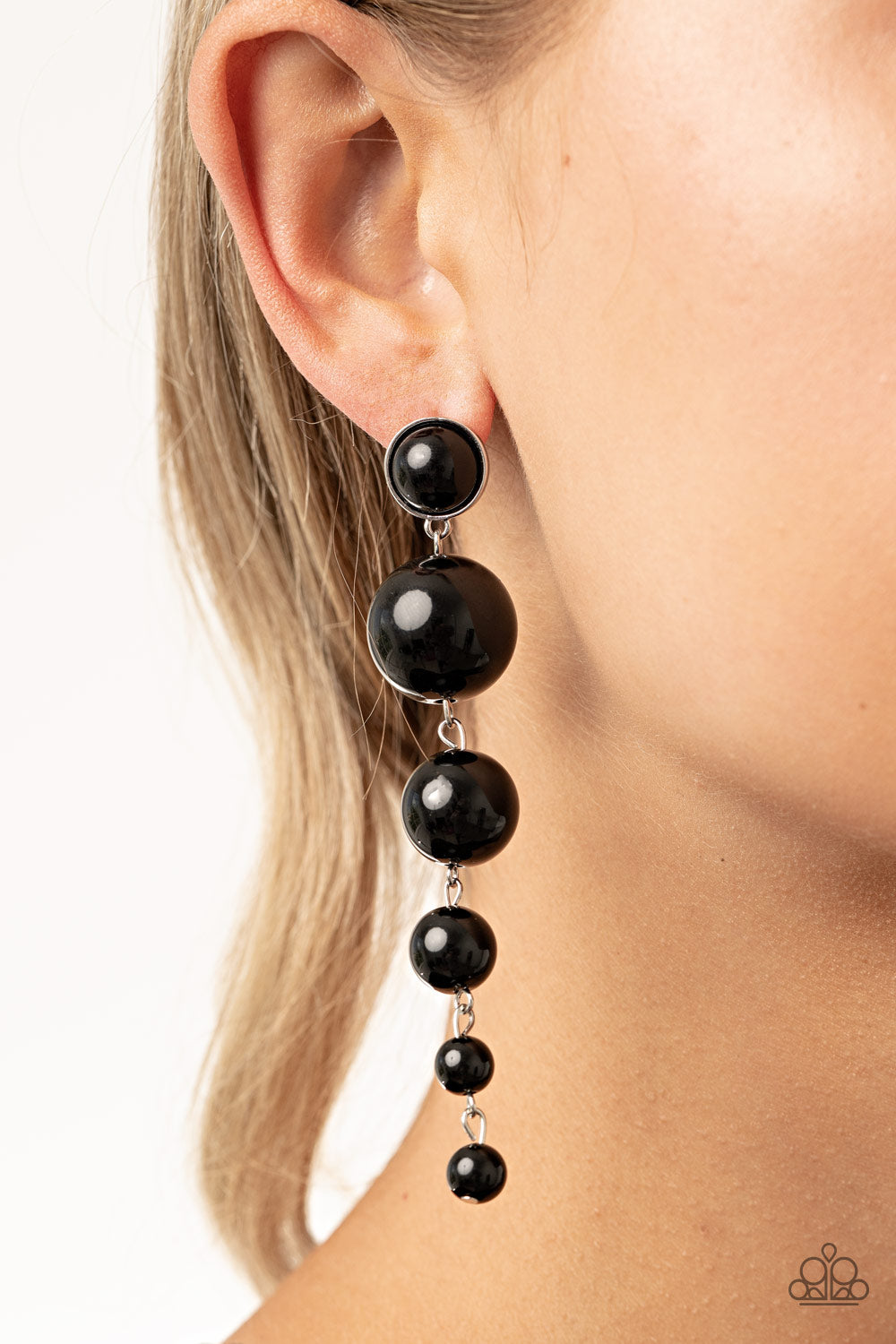 Paparazzi Accessories Living a WEALTHY Lifestyle - Black Earrings