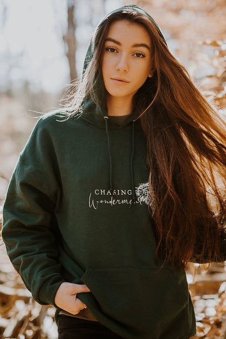 CHASING WONDERMENT - Hoodie - Forest Green