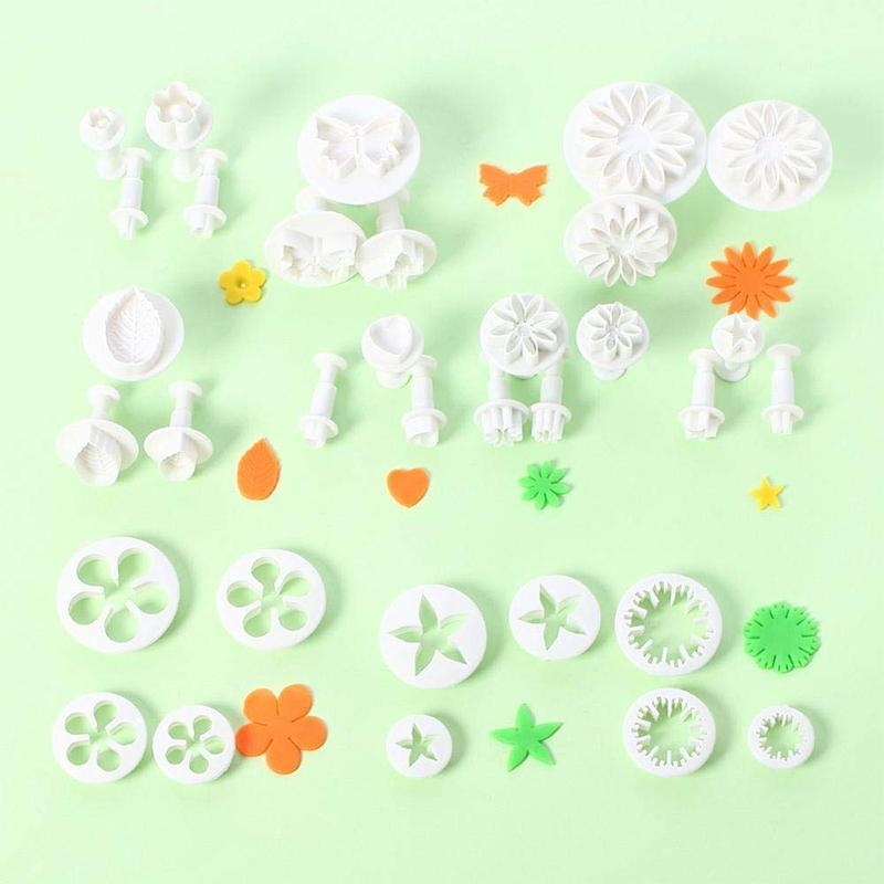 33 pieces of cake decorating tools