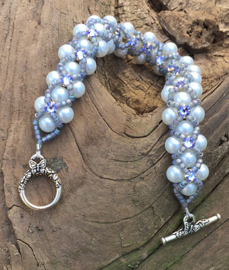 This White Glass Pearl bracelet comprises Matte Gray AB seed beads and Swarovski Provence Lavender Montees. This Pearl Montee bracelet measures 8