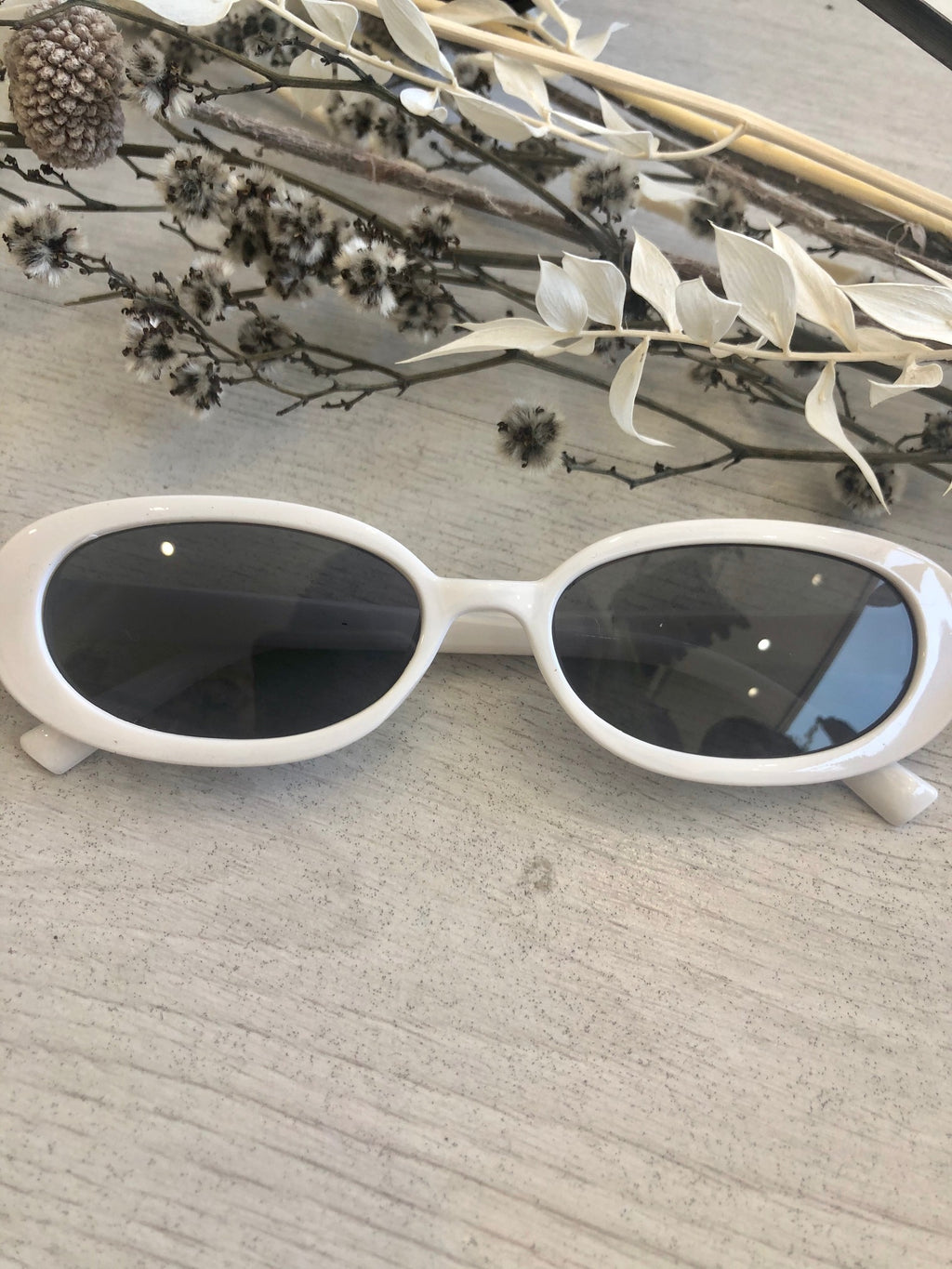 tlb house - daisy sunglasses - white