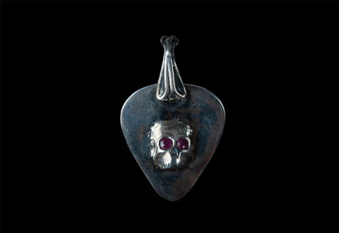 ROCK STAR SKULL PICK GUITAR (CON RUBIS)